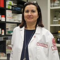 Dr. Tukel in Lab