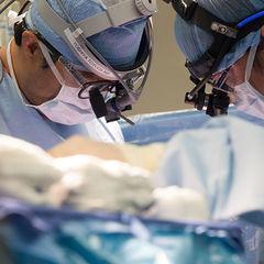 yoshiya-toyoda-performing-surgery